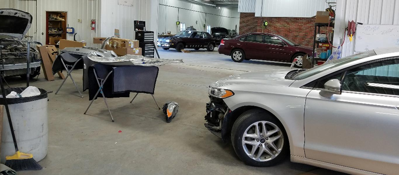 Lair's Collision Center auto body shop in Monmouth, IL